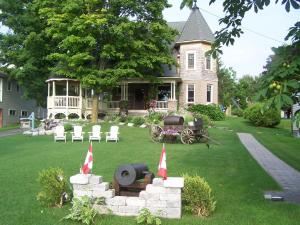 Photo of Creighton Manor Inn Bed & Breakfast