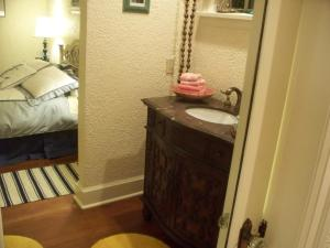 Queen Room with Interior Private Bathroom