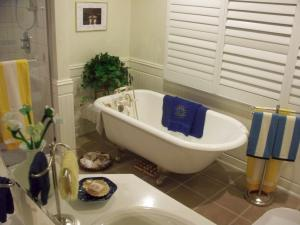 Queen Room with Exterior Private Bathroom