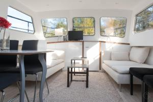Photo of Modern South Houseboat