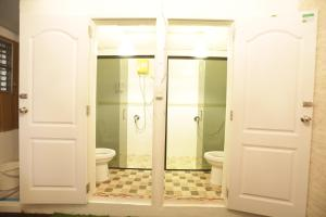 Accessible Bathroom Meaning disount hotel selection » thailand » bangkok » tiger lily hostel