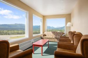 Queen Suite with Mountain View - Non-Smoking