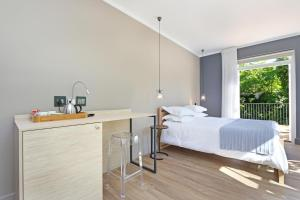 Deluxe Double Room with Balcony - 4