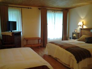 Triple Room(1 King bed+ 1 Single bed)
