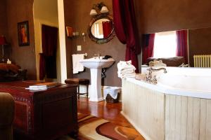King Room with Spa Bath - Belle Suite