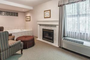 King Room with Hot Tub - Non-Smoking