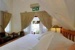 Deluxe King Room with Extra Bed