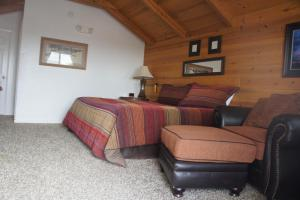 Cabin 10 - Leather Corral