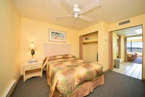 2 Bedroom Oceanfront Efficiency (Suite) with 3 Queen Beds - A2