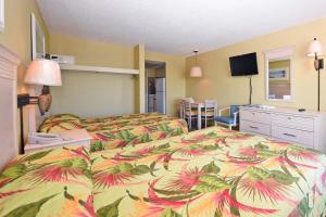 1 Bedroom Oceanfront Efficiency with 2 Queen Beds - B1