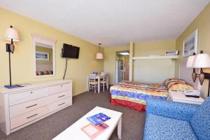 1 Bedroom Oceanfront Efficiency with 1 Queen Bed and 1 Sleeper Sofa - B2