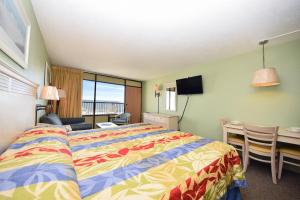 1 Bedroom Oceanfront Efficiency with 1 King Bed and 1 Loveseat - C2