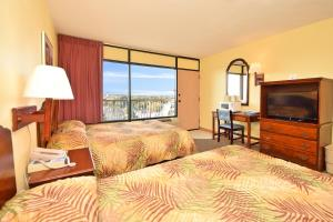 1 Bedroom Boulevard View (Handicap Accessible) with 2 Double Beds - I