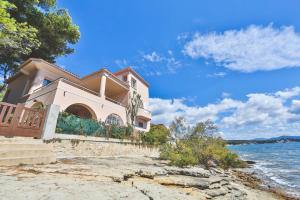 Photo of Seaside Exceptional House