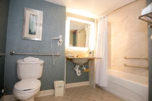 Queen Room with Two Queen Beds - Disability Access/Non-Smoking with Tub