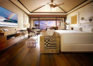 Deluxe Suite with Ocean Front View and King Bed