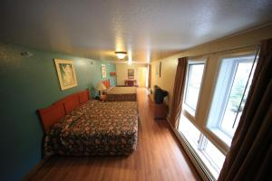 Deluxe Double Room with Two Queen Beds - Non-Smoking