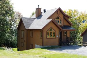 Four-Bedroom Chalet (17 Adults
