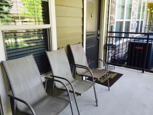 Large One-Bedroom Apartment with Pool View 106W6