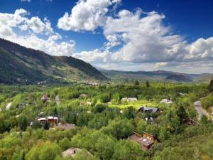 Photo of Mountain Valley Retreat East End Aspen Home