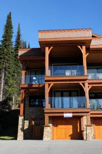 Four-Bedroom House - 9959 Purcell Road - Mountain Jewel