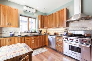 Four-Bedroom Apartment - 14th Street