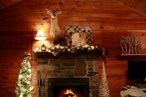 Whitetail One-Bedroom Cottage with Spa Bath – Forest View