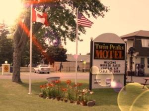 Twin Peaks Motel