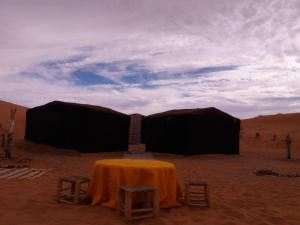 Camel Bivouac Merzouga, Luxury tents  Merzouga - big - 45
