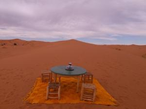 Camel Bivouac Merzouga, Luxury tents  Merzouga - big - 43