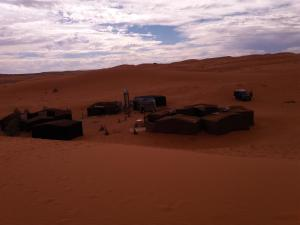 Camel Bivouac Merzouga, Luxury tents  Merzouga - big - 40