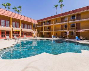 Photo of Suburban Extended Stay Hotel Tempe / Near Asu