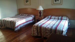 Double Room with Two Queen Beds - Smoking