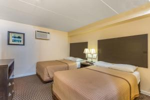 Efficiency Room with Two Double Beds and Sofa Bed - Non-Smoking