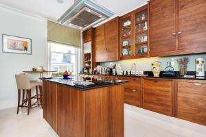 Two Bed on Bina Gardens Kensington in London, Greater London, England