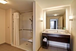 One-Bedroom King Corner Suite - Mobility Accessible