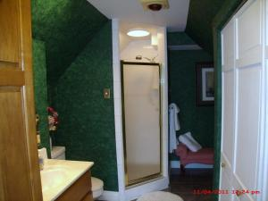Queen Room with Private Unattached Bathroom