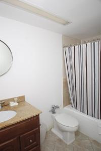 Limited View Apartment, Kitchenette, 2 Queens