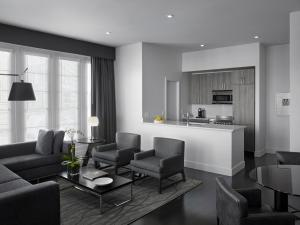 One Bedroom Penthouse Suite with Private Terrace