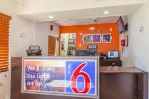 Motel 6 Phoenix Airport - 24th Street, Hotels  Phoenix - big - 23