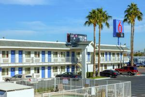 Motel 6 Phoenix Airport - 24th Street, Hotels  Phoenix - big - 1