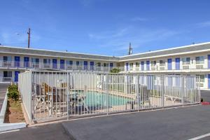 Motel 6 Phoenix Airport - 24th Street, Hotels  Phoenix - big - 17