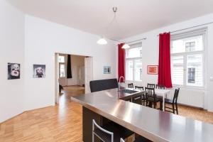Prague Apartment V Lesicku 8
