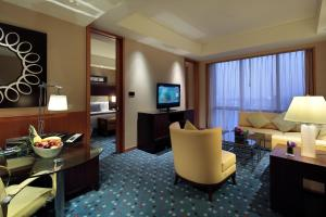 Staycation package - Deluxe Double or Twin Room