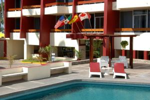 Del Real Hotel &amp; Suites