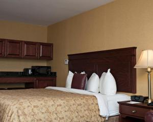 Double Queen Room with Kitchenette - Non-Smoking