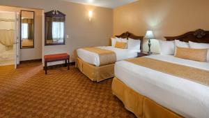 King Suite with Two King Beds - Disability Access - Non smoking