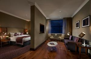 Deluxe Suite with King or Twin