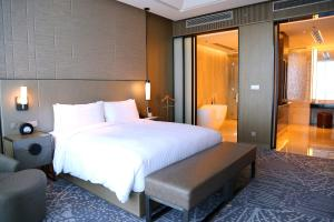 Spring Dining Package -Deluxe Room with Lake View