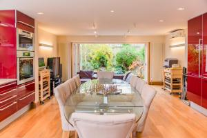 Luxury 5 Bed House - Views & Pool in London, Greater London, England
